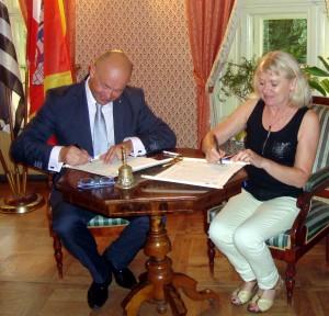 Signature de la charte anniversaire Odile Bouvet